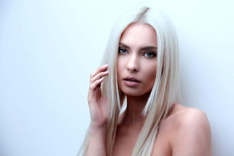 Le shampoing bleu, l'atout beauté des cheveux blonds !