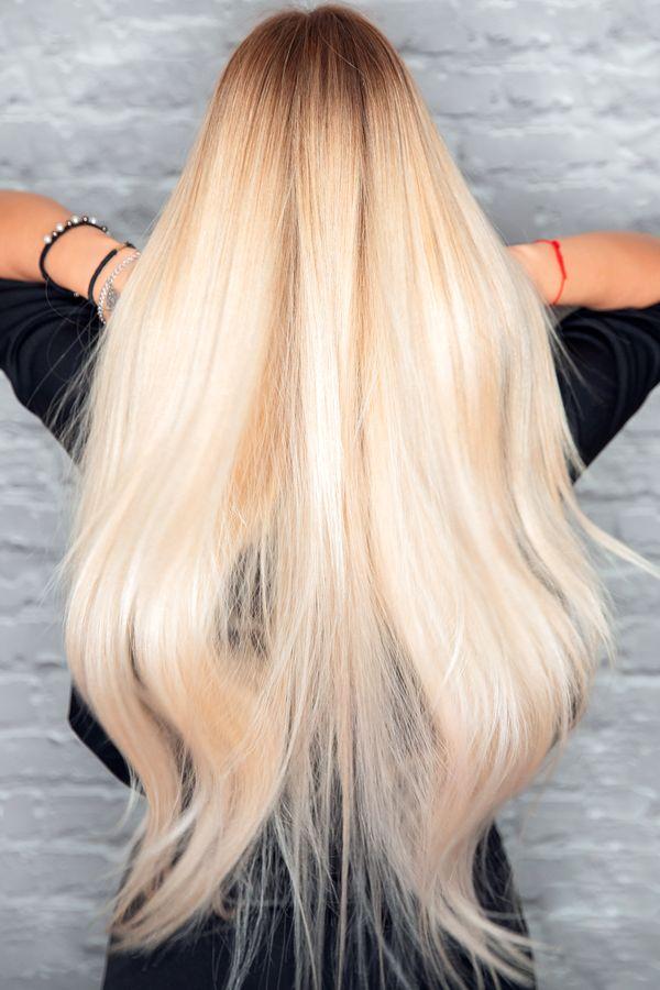 En ajoutant plus de tension, c'est-à-dire en étirant activement vos cheveux pendant que vous les tordez, vous obtiendrez une boucle plus volumineuse.